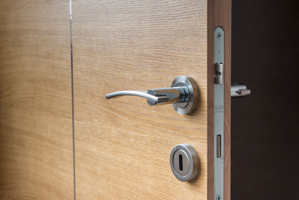 Open hotel door with lock - app based door key - traveltech